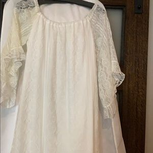 Lace dress elastic neck flowy sleeves